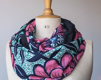 """Circle scarf with wax """"pink flowers"""" and cotton jersey """"black"""""""