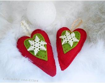 Coeur à suspendre, boule de noel, décoration sapin de noel, coeur en feutrine verte et rouge, déco de noel, ornement de sapins,