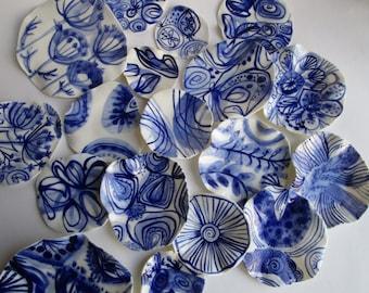 Trail - Small irregulair undulated handbuilt  Handpainted Porcelain dish