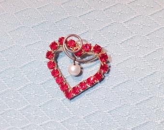 Broche Vintage strass rouge coeur avec perle Dangle