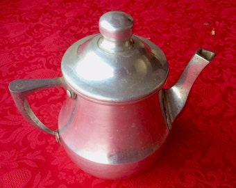 Vintage teapot or coffee pot with lid, aluminum