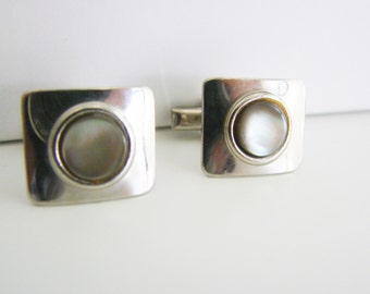 Vintage  silver square cuff links with white  abalone/ mother of pearl center (J10)