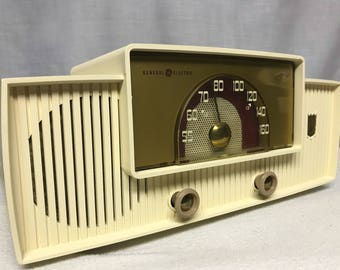 General Electric 428 vintage retro tube radio with iphone or bluetooth Input.