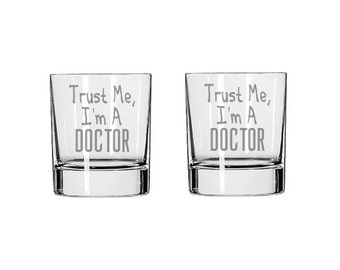 Trust Me, I'm A Doctor Glass Set - Trust Me, I'm A Doctor Rocks Glass - Whiskey Glass - Drinking Glass, Doctor Gift, Funny Glass