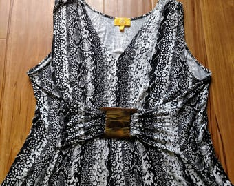 CLEARENCE Plus Size Tunic/1X Rayon Summer Top/Animal Print Top/Black and White Tunic/V-Neck Stretchy Blouse/Vintage Sleeveless Top Top/303
