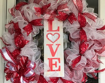 Valentine's Day wreath, V-Day wreath, Love Wreath, Holiday Wreath, Valentine Wreath, Vday Wreath, xoxo wreath, February Wreath,  Wreath