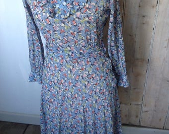 Pretty 1970s floral dress