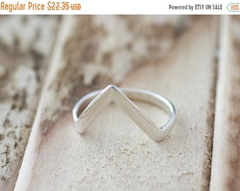 Mothers Day Sale Dazzle. Sterling Silver mini Point  Midi Ring
