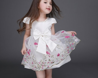 Smiley Oli - Pretty Embroidered Wedding Flower Girl Pink White Floral Bow Lace Tie Back Dress (Ages 3 - 5)
