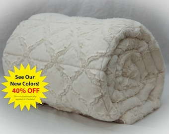 Weighted Blanket, Adult Weighted Blanket, Sensory Blanket, Therapy Blanket, Anxiety Blanket, Gravity Blanket, Ivory Quatrefoil Minky & More