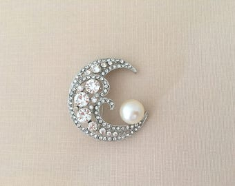 Crescent Moon Brooch.Rhinestone Pearl Brooch.Rhinestone Moon Brooch.Silver Moon brooch.Broach.Moon Pin.Vintage Style.Art Deco brooch.Crystal
