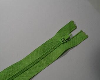 Non detachable 20 cm green nylon zipper