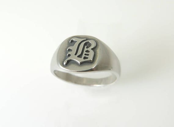 round initial small old engraved oldenglish rings lab ginette english ring smallround signet
