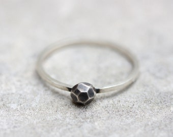 Black stone - Modern ring with black fine silver stone