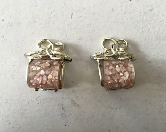 Vintage Pink Glitter/Confetti Plastic with Gold Toned Metal Earrings 0817