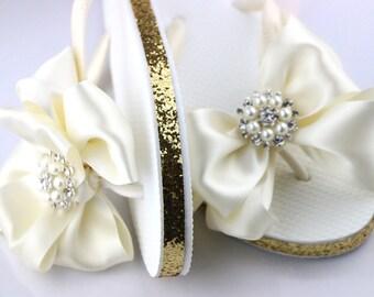 BRIDAL Flip Flops, wedding Flip Flops,, wedding sandals, Bridal sandals, Bridesmaid Flip Flops, Bridesmaid Gifts, Bridal Party Gift