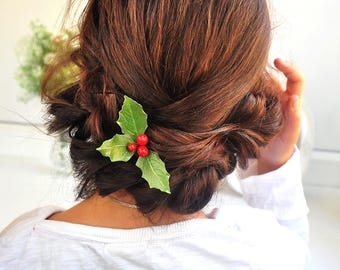 holly hair accessory Winter Woodland wedding christmas wedding christmas hair piece Winte hair pin green leaves red berries headpiece rustic