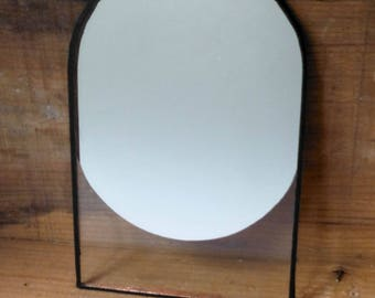 Mirror etched oval pattern