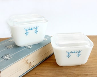 Mini Pyrex Casserole Dishes, Snowflake and Garland Pattern, Food Storage