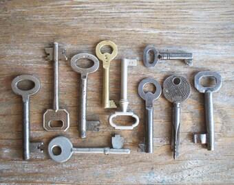 vintage keys - 10 old iron and brass keys - antique keys - genuine vintage keys (S-18a)