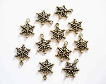 10 charms Christmas snowflakes