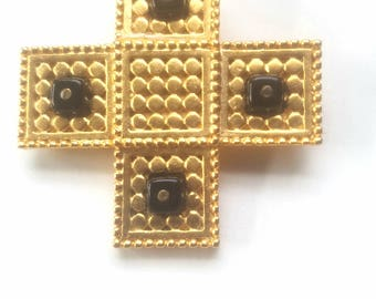 Danecraft vintage black onyx and textired gold tone geometric gothic cross brooch pin jewerly for women