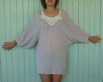 1970s ponchos shirts clothes gray color Lightweight fabric , Decorated with crochet Floral pattern elegant styles shirts for women size :  M