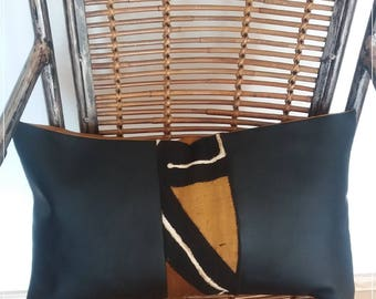 Cushion in black faux leather with brown/yellow bogolan band