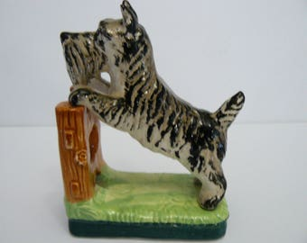 Vintage Scottish Terrier Figurine, Looking Over The Fence, Black and White Scottish Terrier