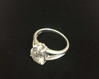 Sterling silver ring with CZ, size 7, weight 5.1 grams