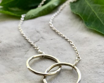 2 Ring Necklace, Intertwined Circle Necklace, Silver Connected Circles, Connection Necklace, Soulmate Gift