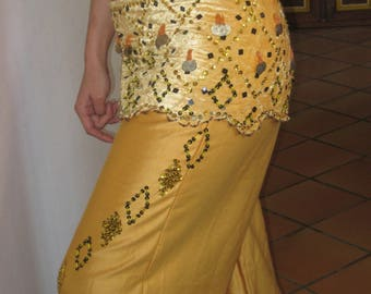 Yellow and black Oriental dance together.