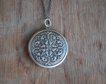 Ornaments . Antique silver locket / romantic necklace / gifts for her / mothers day