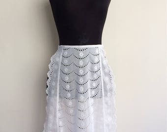 Vintage broderie eyelet half apron - French maid waitress servant