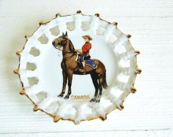 Vintage Canada Souvenir Collectable Plate