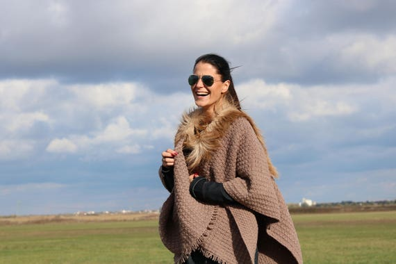 To Accessory Fur Excellent Outfit Sale 30 On Woven Brown Poncho Brown with SALE Your qP6BxwFc