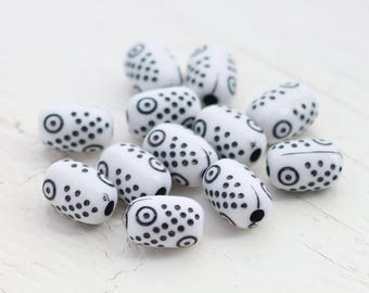 Acrylic Barrel Beads - White and Black - Engraved - 12mm - 12 Beads