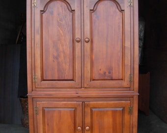 Incroyable Rare Vintage Armoire / Dixie Furniture / USA Made / Cherry Finish Over Solid  Pine