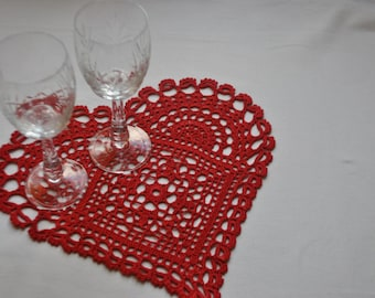 Crochet doily / Heart / Red (color Nr. 25) / Width 11 inches (28 cm), D-7