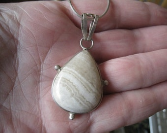 Sterling Silver White Agate Teardrop Pendant Necklace (696)
