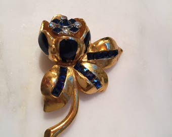 Vintage Coro sapphire rhinestone flower trembler fur clip dress brooch