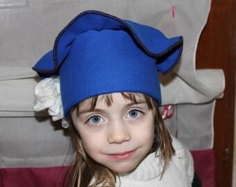 Beret in blue wool hat