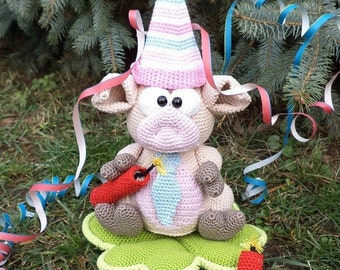 piglet with dynamite - a crochet pattern by mala designs