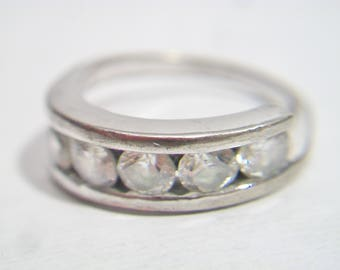 Vintage Clear Rhinestone Band Ring Channel Set Size 5.5 Minimalist Costume Jewelry Fashion Accessories