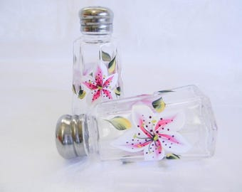 Stargazer lilies shaker set, painted salt and pepper shakers, painted lilies, kitchen decor, glass salt and pepper shakers, staregazer lily