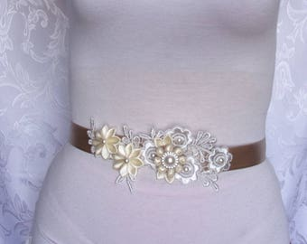 Wedding Dress Sash in Cream and Beige/Satin and Lace Bridal belt with Kanzashi  Flowers/Romantic, Boho, Bohemian Bridal belt