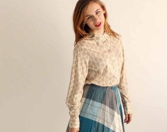 vintage daisy blouse . xl womens daisy print shirt . poly buttondown shirt by Hooper . butterfly collar shirt