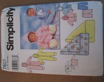 Simplicity Pattern 7807 Infant Sleeper