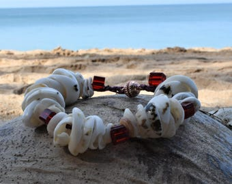 Lovely shell and shiny red bead crochet bracelet. Hippy boho style, red square beads handmade in Thailand.