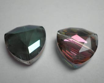 2 beautiful faceted Crystal triangular 18 mm